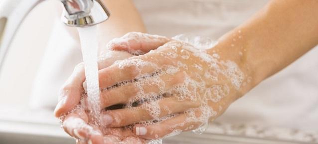 Мытье рук вьетнамским мылом с кокосовым маслом